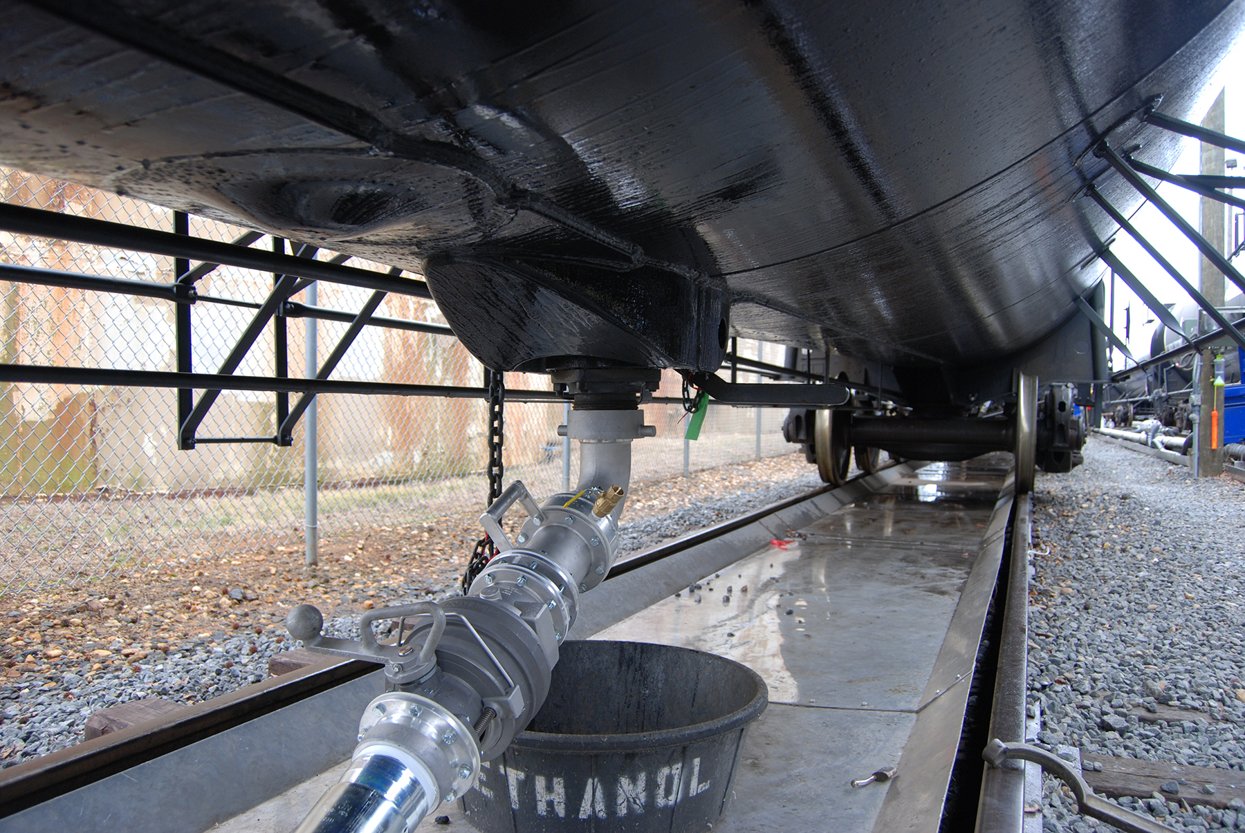 Railcar unloading dixon valve us